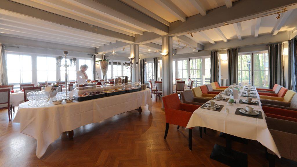 In principe wordt er dagelijks een ontbijtbuffet georganiseerd in Hostellerie Kemmelberg ****.