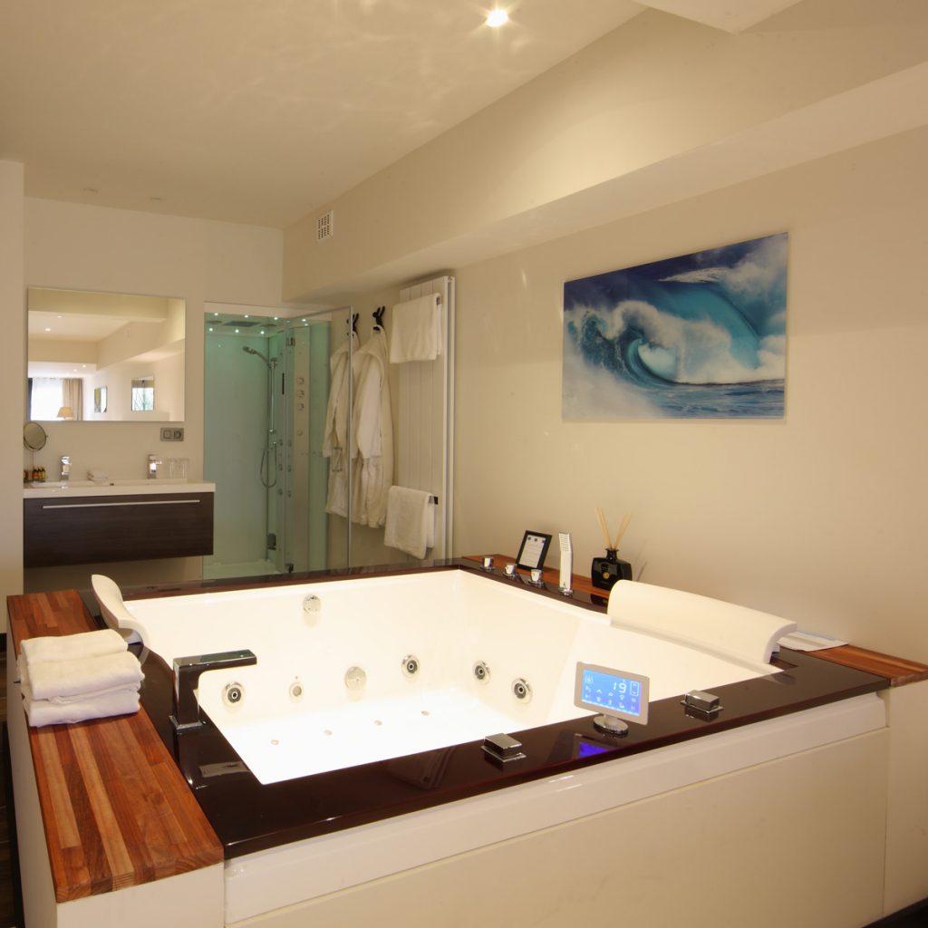 VIP Tuinkamer TK01 (op tuinverdiep, zijdelings zicht op de vallei, 40 m²)  - wellness suite met  duo jacuzzi, stoomcabine en  privé tuintje
