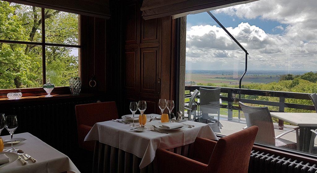 Het restaurant van Hostellerie Kemmelberg **** (Heuvelland, nabij Ieper) beschikt over een weids panoramisch zicht.
