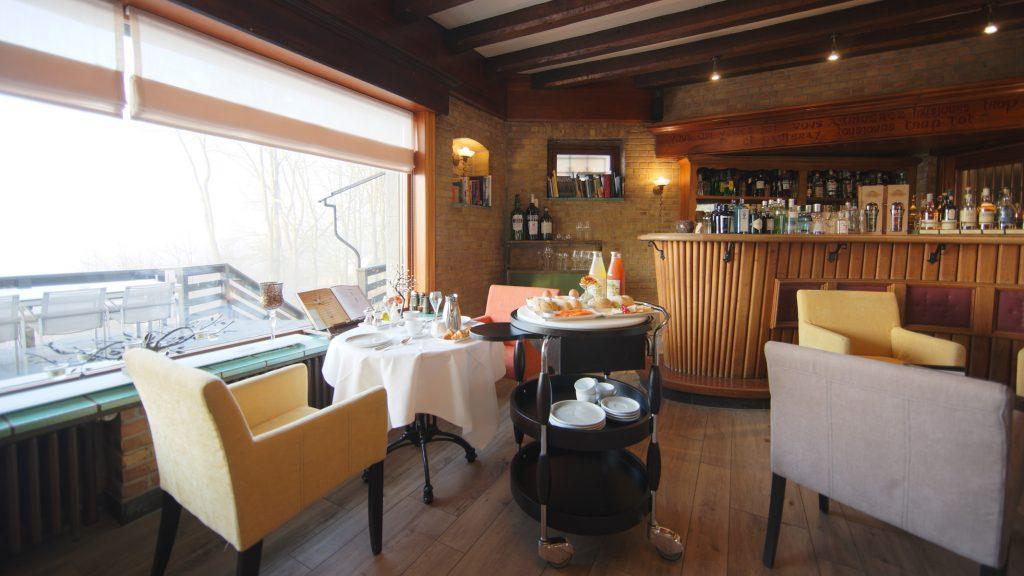 De ontbijten in Hostellerie Kemmelberg **** kunnen zowel privé worden georganiseerd in de gezellige bar, ofwel in het salon (het meest gebruikelijke) als in meerdere zalen tegelijkertijd (voor grotere groepsevents).