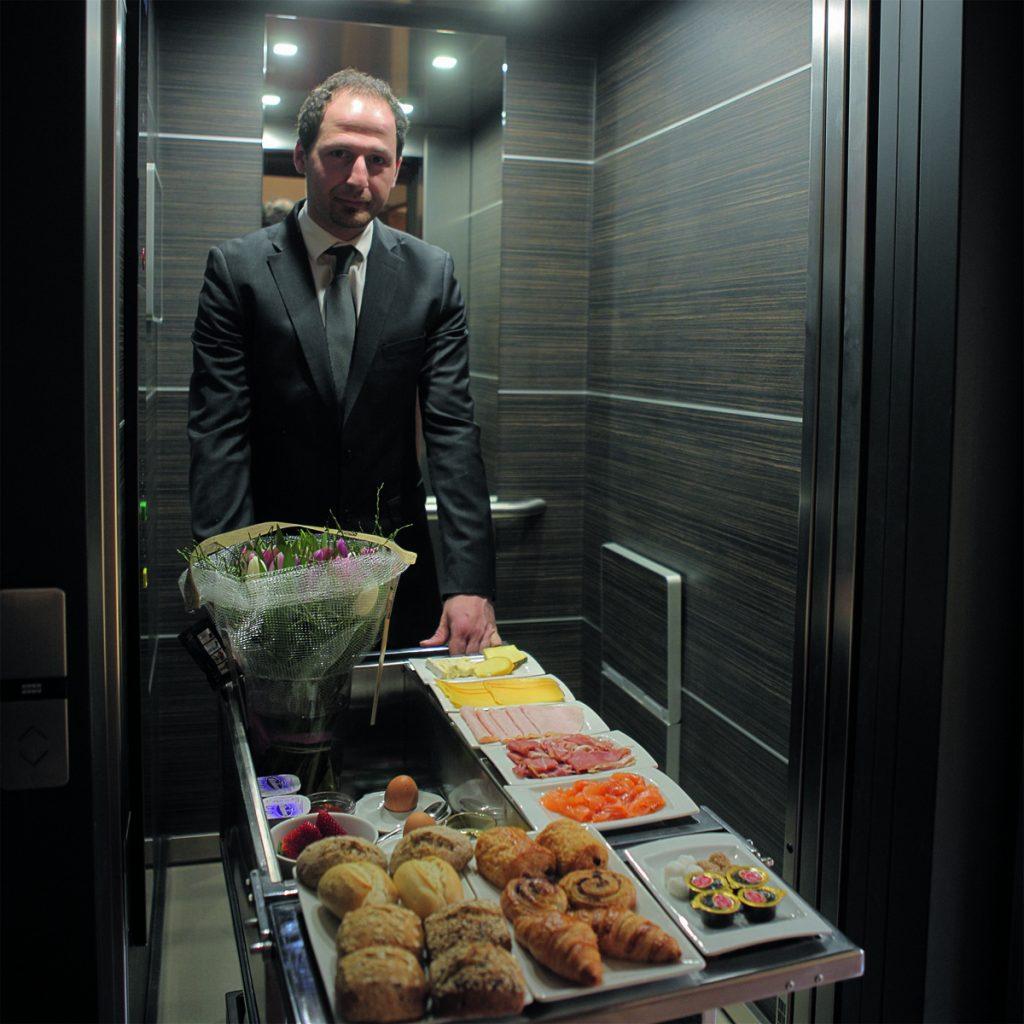 Voor de gasten die dat willen organiseert Hostellerie Kemmelberg **** een ontbijt op de kamer. De avond voordien geven ze dan op wat ze graag als ontbijt zouden willen. Eenvoudig!