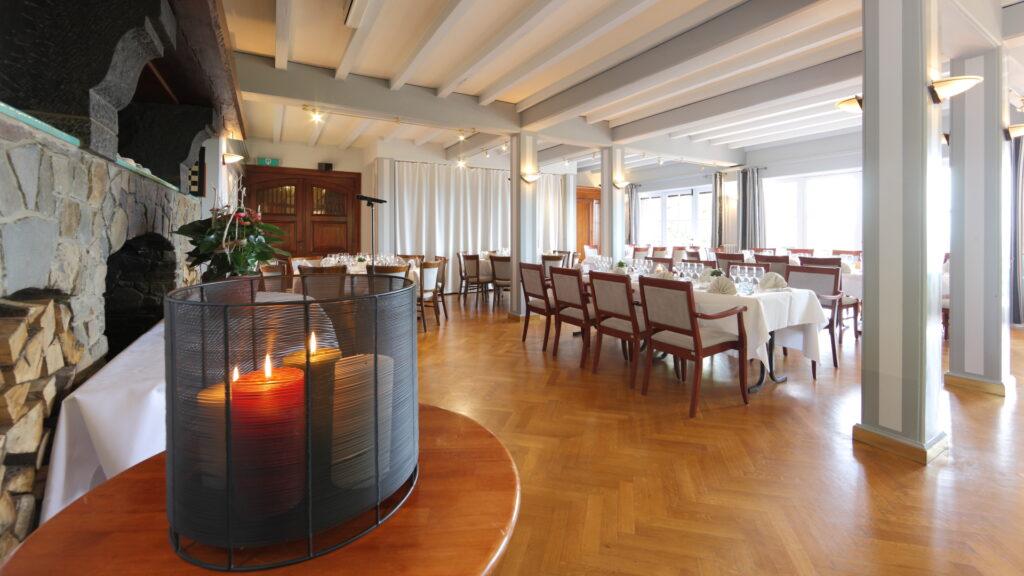 Het salon van Hostellerie Kemmelberg **** : authentiek, gezellig, stijlvol.