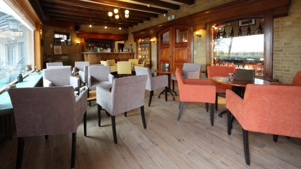 De gezellige en authentieke bar kan zowel voor kleine recepties, private dining als workshop ruimte worden gebruikt.