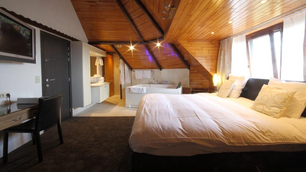 Hostellerie Kemmelberg **** beschikt over 23 kamers en junior suites, allen bereikbaar via lift.
