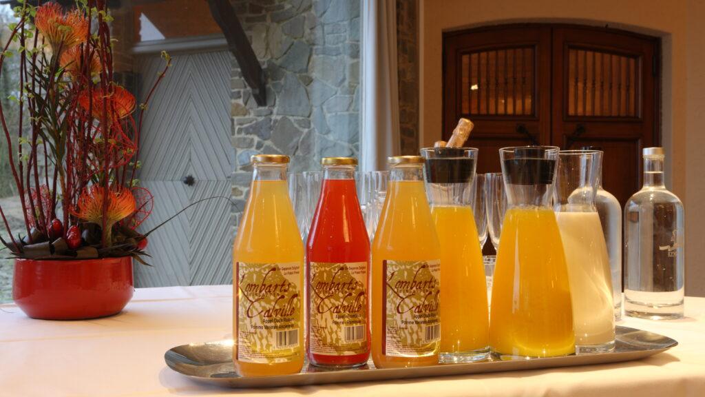 """Bij het ontbijt van Hostellerie Kemmelberg **** worden onder andere de artisanale fruitsappen van """"De Geperste Zaligheid"""" geserveerd."""