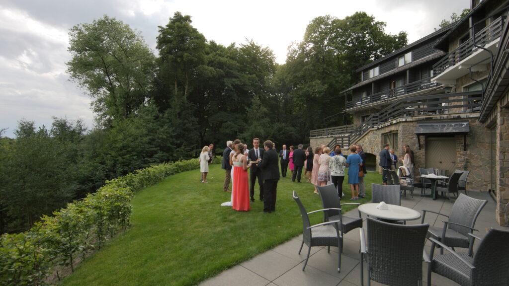 Ook voor Uw huwelijksfeest kunt U terecht bij Hostellerie Kemmelberg **** . Als U er op tijd bij bent kunt U zelfs de totaliteit exclusief afhuren!