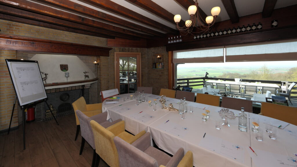 De bar van kan zowel als break-out room tijdens grotere evenementen als leslokaal of board room worden ingericht.