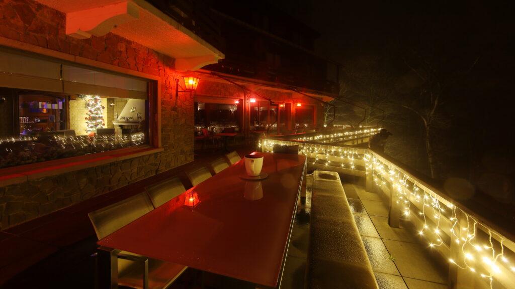 Hostellerie Kemmelberg ****: december van ieder jaar: op en top gezelligheid door lichtspektakel, kerstbomen, enzovoort.