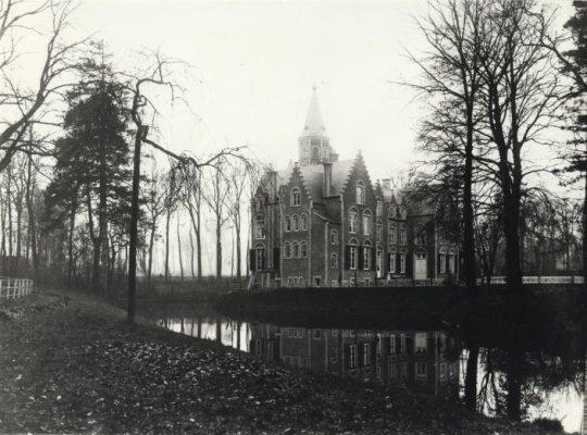 Oorspronkelijk kasteel van Baron Jacques Bruneel de la Warande.